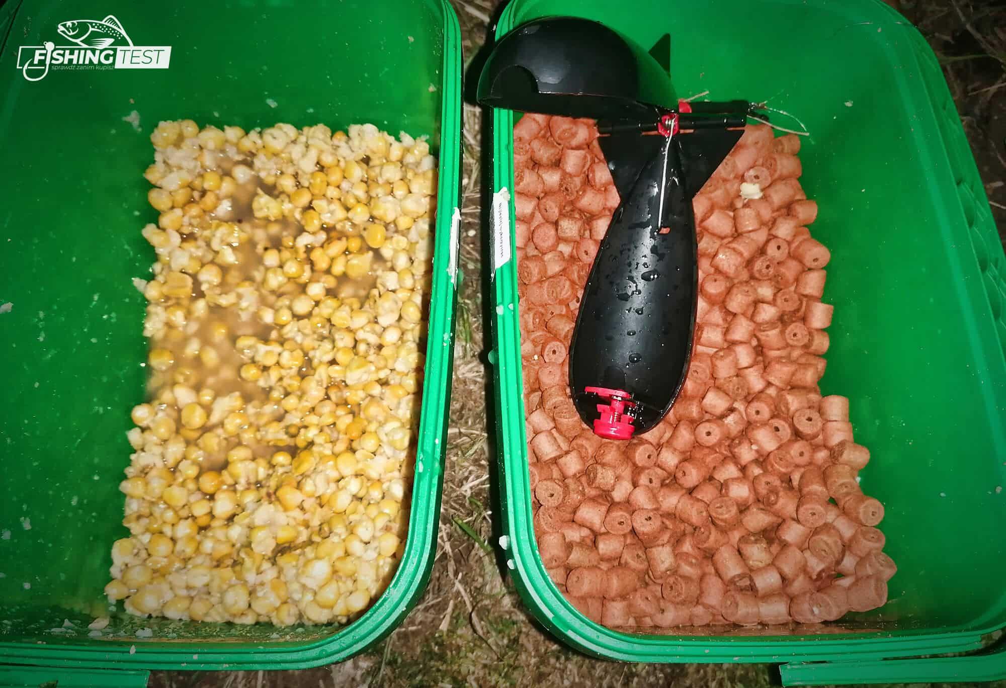 pellet z pudelka przygotowany do łowienia
